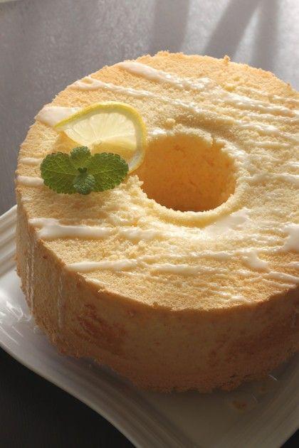 香りのいいレモンシフォンに、レモンアイシングをかけて♪国産の安心レモンが手に入ったら、ぜひ作ってみてください^^