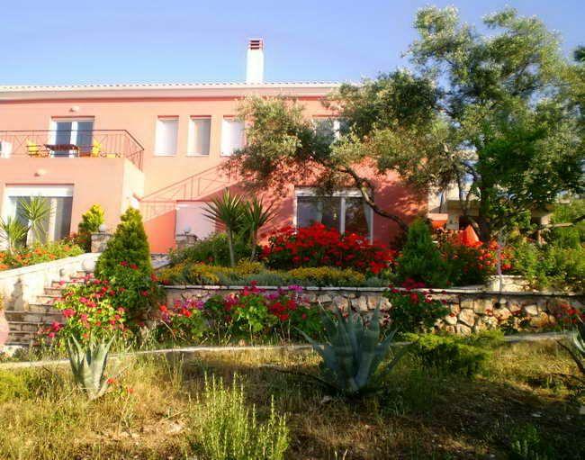 VILLA ERATO Traditional studios & apartments | #Ionian #Islands #Lefkada #Greece #GuestInn