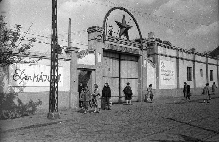 A Duna Cipőgyár bejárata a 60-as években (Újpesten)