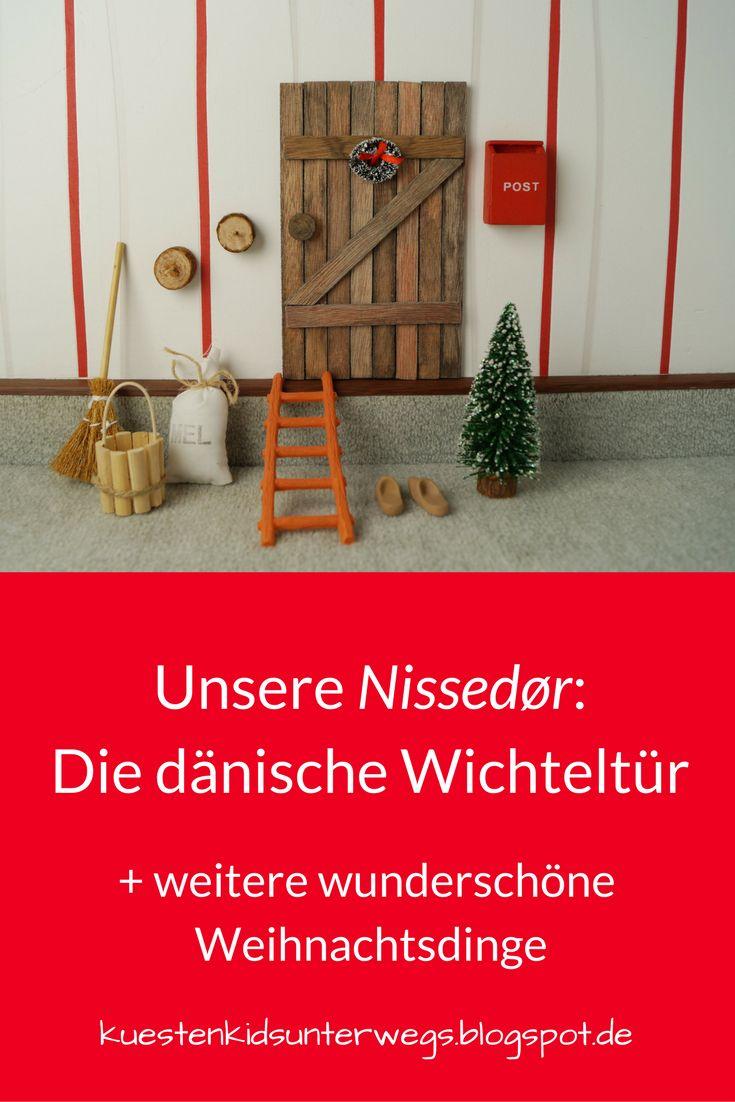 Unsere dänische Wichteltür (+ Verlosung). Bei uns sind die dänischen Weihnachtswichtel eingezogen! Ihre Tür haben wir an der Wohnzimmerwand gefunden und freuen uns jeden Tag an ihnen und der zauberhaften Weihnachtsdeko direkt aus Dänemark, die ich Euch auf Küstenkidsunterwegs vorstelle. Unsere Kinder lieben die Wichteltür und all das Zubehör ebenfalls sehr!  #wichteltür #nissedor #nissedör #wichtel #wichtelinnen #weihnachtswichtel #weihnachten #dänemark #dänisch #dannebrog…