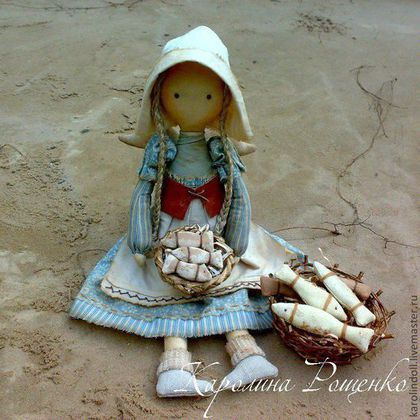 Купить или заказать Дочь рыбака в интернет-магазине на Ярмарке Мастеров. Интерьерная текстильная кукла, искусственно состарена, тонирована кофе, чаем. Девочка каждый день сидит на берегу моря и продаёт свежую рыбу, которую поймал её отец... В стоимость работы пересылка не входит.…