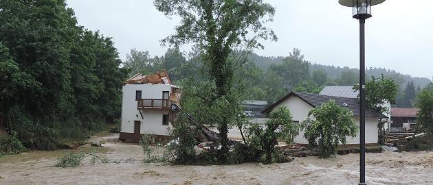 +++ Wetter-Chaos im Live-Ticker +++: Flut in Niederbayern rollt weiter - In NRW gilt für zwei Kreise Warnstufe violett