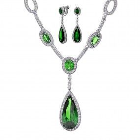 Go Green! Shop the Bridal Envy set at Bling Jewelry!