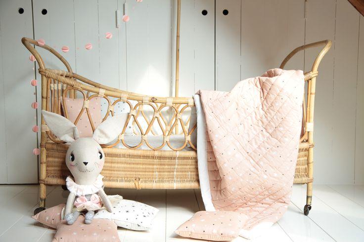 Franse bedden & o.a poppen van @clothandthread | Lidor via Kinderkamerstylist