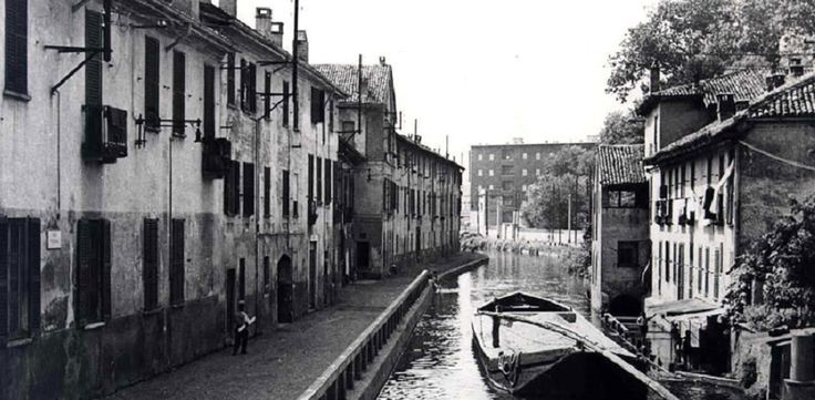 "Milano - Sòtta brascett per la veggia Milan, in doe tutt'i casètt g'hann al massim trii pian, piccol finester coi bej vas de fior, ornaa de tendinn coi disegn a color. Vecc costruzion senza celebritaa che senten de nott el navili parlà, ai milanes el ghe manda on appell, ""Fee no sparì 'sto canton inscì belI"", canta Teresa...   #TuscanyAgriturismoGiratola"