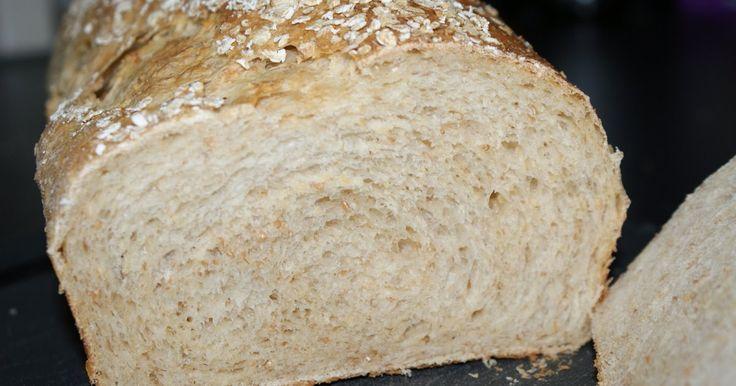 Laatst had Arden een heerlijk recept voor een haverbrood op haar blog gezet. Of in ieder geval: het leek me heerlijk. Eigenwijs als ik ben, ...