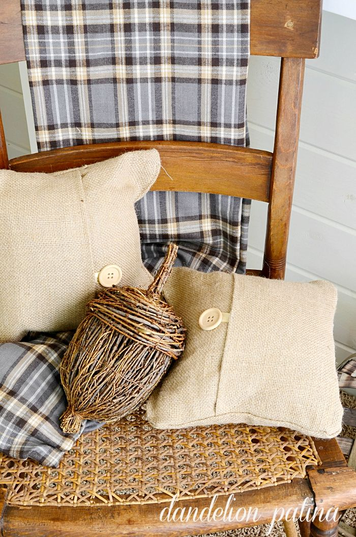 Neutral fall mantel by dandelionpatina.com #farmhousestyle