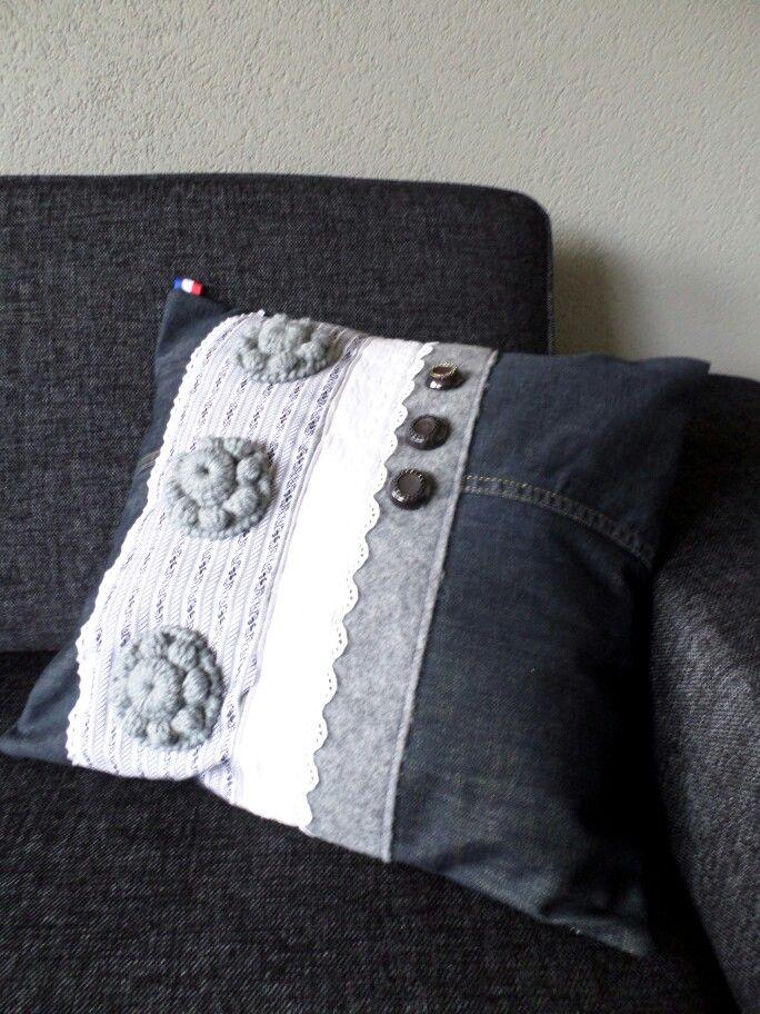 http://gabrielle-art.nl/zeeuwse-knipoog.html Gehaakte Zeeuwse knoop op kussen pillow