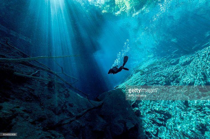 Foto de stock : Scuba diver underwater in a lake
