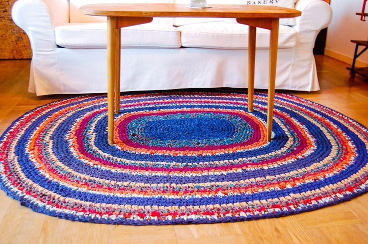 Har du svårt att hitta den perfekta mattan? Virka en själv av gammalt tyg! Se beskrivningen här! Foto: Matilda Ekström