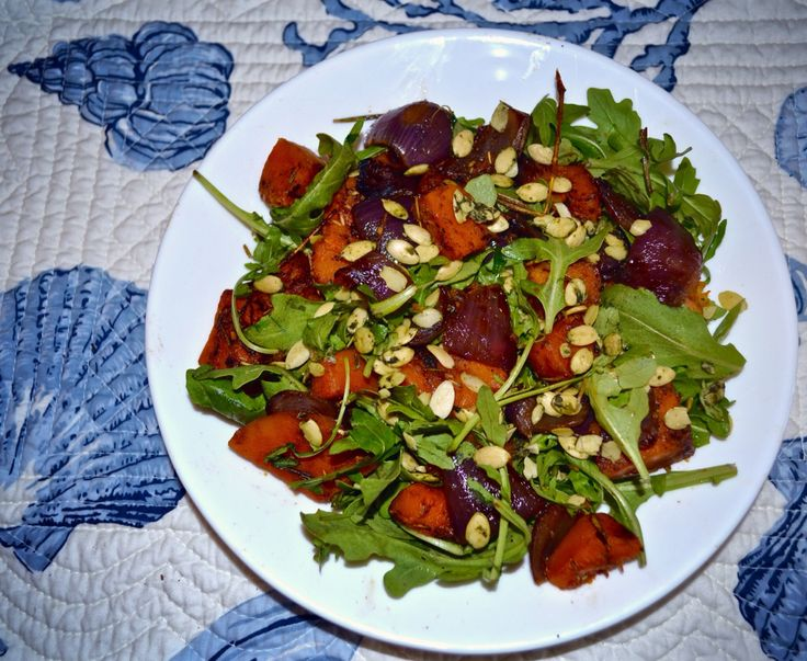 Pretending it's fall in Turks too :) A cozy harvest salad with rosemary-cinnamon butternut squash, red onion and sprouted pumpkin seeds #fallsalad #cozycaribbean