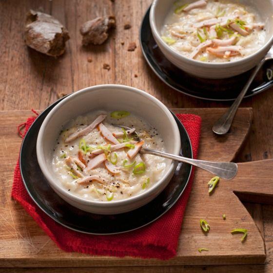 Hollandse zuurkoolsoep met gerookte kip - Deze Hollandse soep is ook lekker met ham of gerookte zalm. #recept #winterkost #JumboSupermarkten