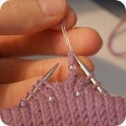 Comment faire pour ajouter des perles à un projet avec une aiguille Homemade perlage | KnitLove