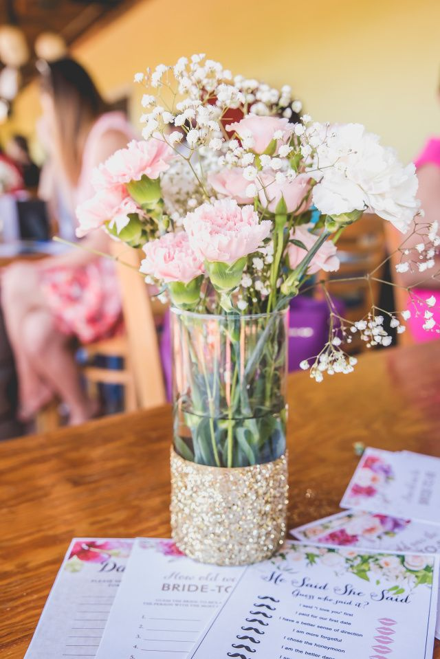 pink-and-white-carnations-with-babys-breath-in-clear-vases-with-gold-glitter-bottoms-gorgeous-centerpieces-for-a-bridal-shower