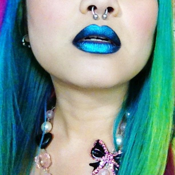 Metallic turquoise lips by shrinkle using #Sugarpill Starling and Magpie eyeshadows over Too-Faced Shadow Insurance!
