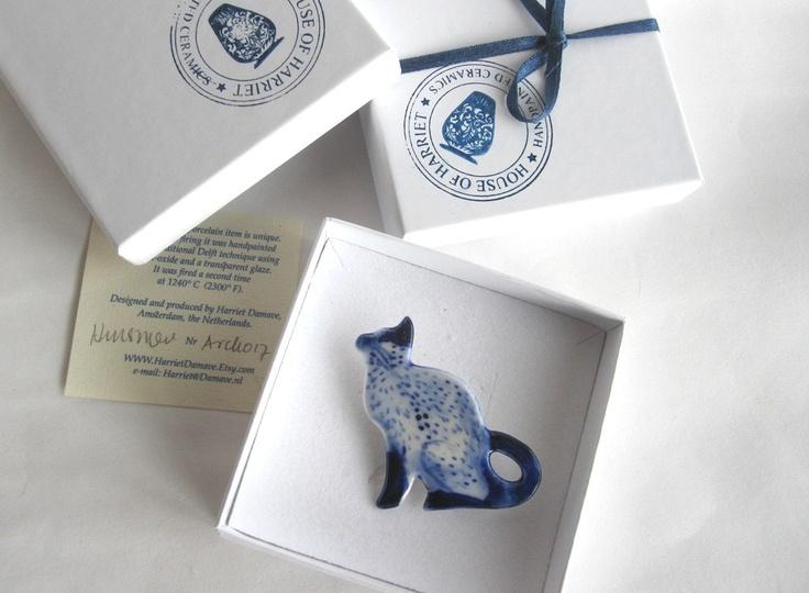 Cat  -  Handpainted Delft porcelain Brooch.