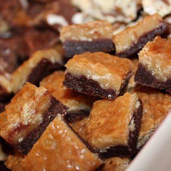 Kladdiga chokladrutor med knäck