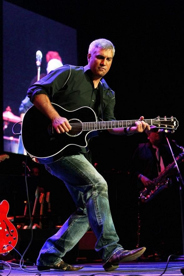 'American Idol' Winner Taylor Hicks to Perform at LVHA's 2012 Distinction Awards Gala Dinner Celebration