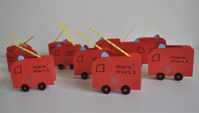 Trakteren: brandweer rozijntjes :)