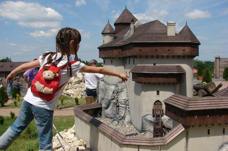 Jurassic Castles Miniature Park in Ogrodzieniec