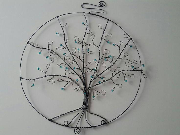 Strom velký, průměr kruhu je 33 cm