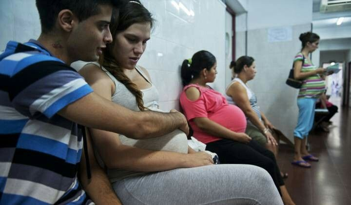 Uno de cada seis niños en Argentina tiene una madre adolescente  El embarazo precoz es frecuente en poblaciones vulnerables. En el 69% de los casos no fue intencional