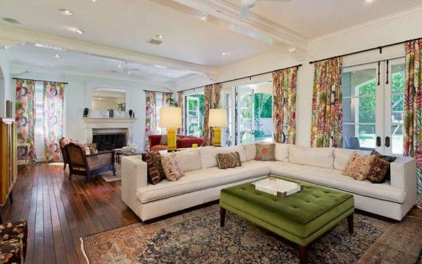 tori spelling, tufted ottoman, floral curtains