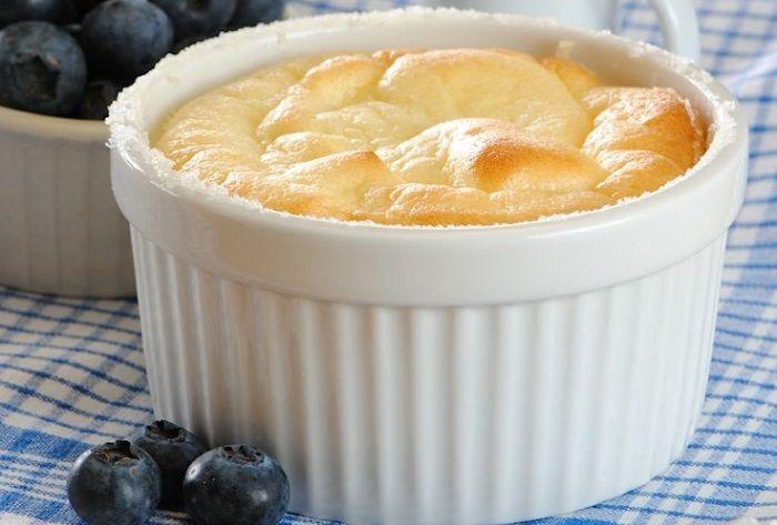 Prajitura cu iaurt grecesc, vanilie si lamaie