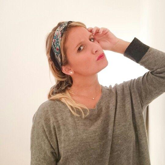 Comment porter un foulard dans les cheveux?  Article sur le Blog.
