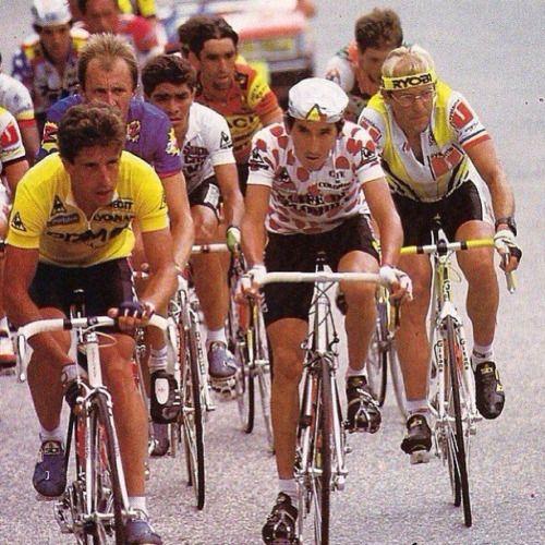 Perico Delgado, Lucho Herrera y Fignon, un CICLISTA escoltado por dos dopados. Qué lástima decirlo pero era la realidad de algunos corredores en la década de los 80's y casi que una costumbre de muchos en los 90's y parte de los primeros años del 2000. Casos como el de Pedro Delgado, Laurent Fignon, Steven Rooks, etc. opacaron el ciclismo de los 80.