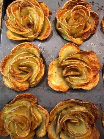 焼き皿に並べるスタイル以外にもいろいろな形があります。こちらは薔薇の花びらのように重ねて焼いています。