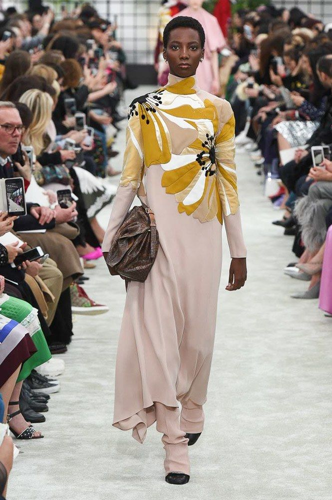 The complete Valentino Fall 2018 Ready-to-Wear fashion show now on Vogue Runway.