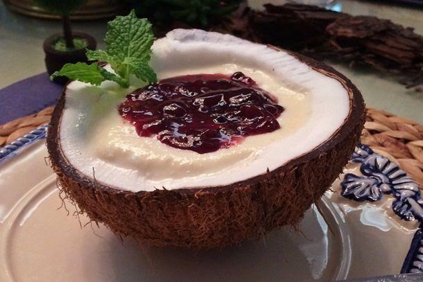 Como nem sempre dá tempo de preparar uma sobremesa sofisticada escolhemos o mousse de coco, que é uma receita simples, porem muito charmosa. Confira!