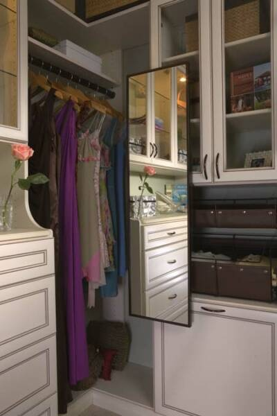 Pullout Swivel Mirror For The Closet. When Youu0027re Not Using It, It Tucks  Away Beside Your Hanging Clothes.