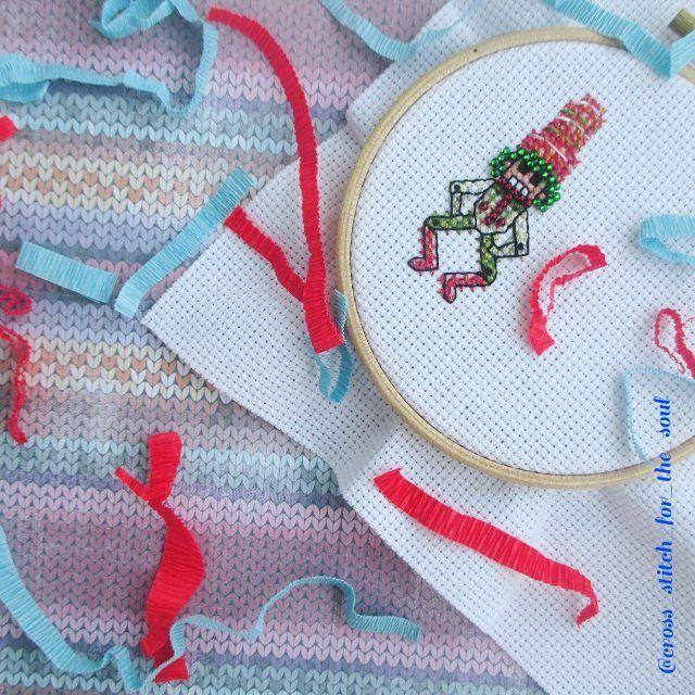 «Готов первый парень! Забавный щелкунчик -марионетка от @yana_gorkaltseva и @hobby_stitch…»