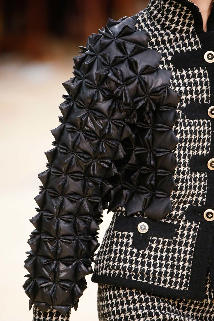 Chanel Fall 2015 Ready-to-Wear Fashion Show Details