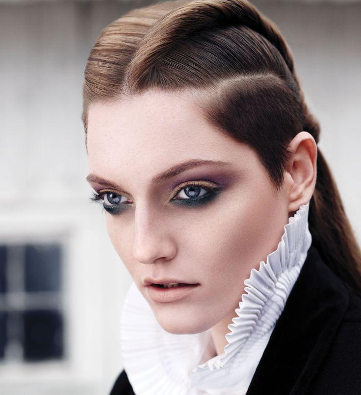 Bekijk de Aveda make-up kleuren goed op: lemage-shop.nl
