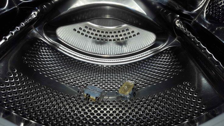 Doe eens een vaatwastablet in je wasmachine! Maak jij je wasmachine wel eens schoon? Heel veel mensen doen dit niet maar eigenl...