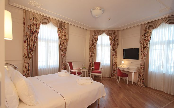 At 30-35sqm, Studio Deluxe Room is spacious and airy with a king size bed. Studio Deluxe Rooms have a separate sitting and living area, also large bathrooms with bath tub and rain shower. http://goo.gl/qqv9OG