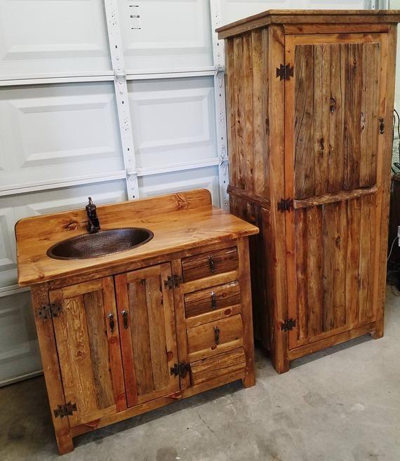 Armario Del Bano Hecho De Troncos De Pino Viejos Este Precio Es Solo Para El Gabinete De Lino Alto La In 2020 Rustic Bathrooms Rustic Bathroom Cabinet Linen Cabinet