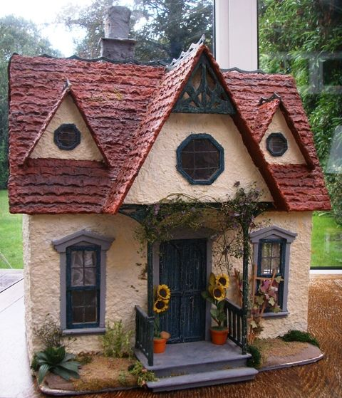 A Profile of Julie Bennett, Cottage Creations - Dolls' Houses Past ...