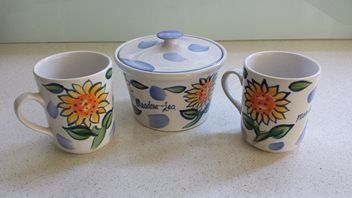 THE TEMUKA MEADOW-LEA COLLECTION - NZ made 1988; lovely little set, container is for margarine, not sugar!