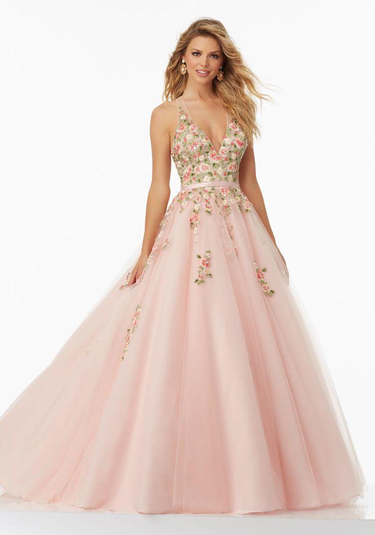 276 best Dresses images on Pinterest | Ballroom dress, Senior prom ...