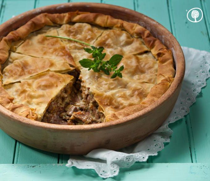 Thursday's recipe: Kreatopita, Cephalonian meat pie! Just like they make it on that Greek island famous for its gourmet cooking. You'll make everyone craving for seconds! http://bit.ly/1igLUnc #yolenistste #yolenisrecipies #recipe