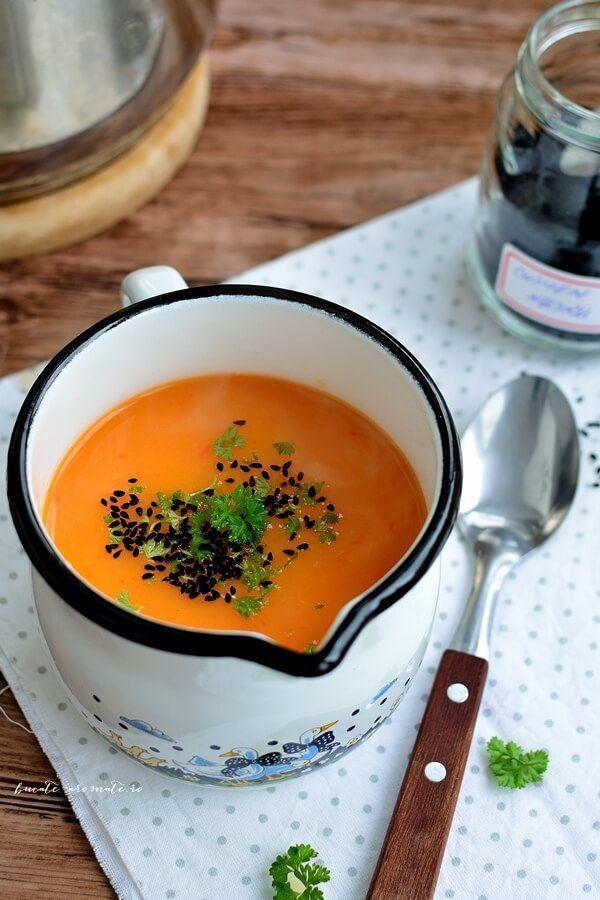 Supă cremă de ardei gras cu chimen negru şi pătrunjel