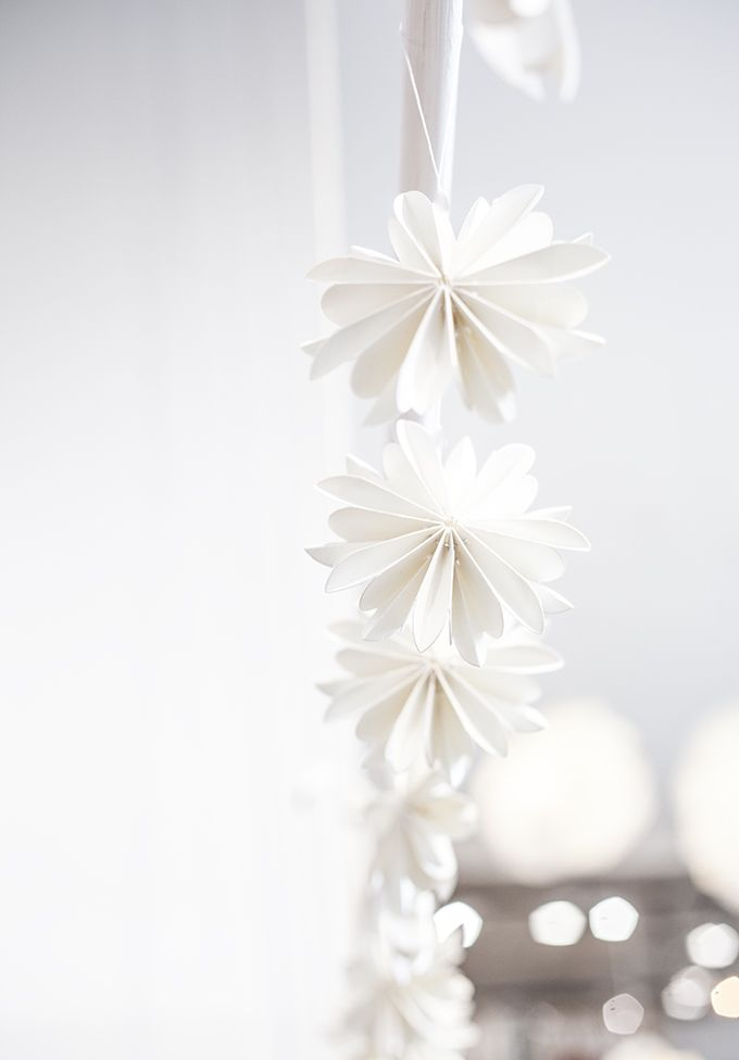 christmas stars in white | Xmas decoration . Weihnachtsdekoration . décoration noël | @ Kara Rosenlund |