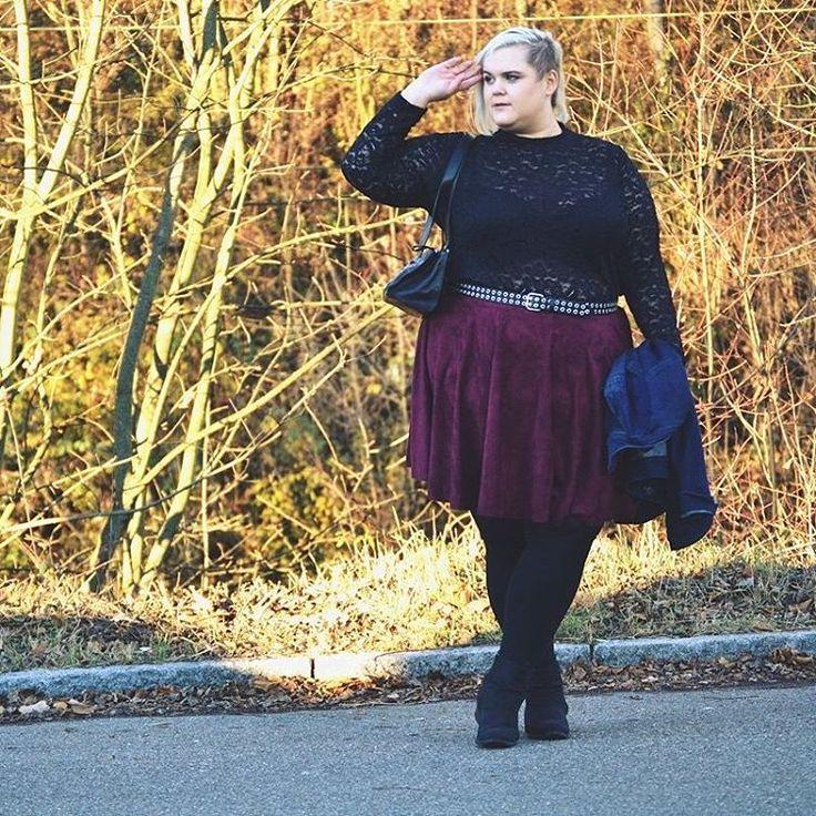 Ich liebe dieses Outfit! In meinem heutigen Blogpost erzähle ich euch über zweite Chancen, überraschende Wendungen und den allseits um sich greifenden Weihnachtsstress. Schaut doch vorbei!  Shirt von @happy_size_versand  Rock von @junaroseglobal  Jacke @annascholz für @sheego_fashion  #effyourbeautystandards #celebratemysize #teamcurvy #psblogger #plusmodelmag #curvyfashionelli #skorchmagazine #curvyfashion #plussize #fatshionista #bloggerlife #whatfatgirlswear #...