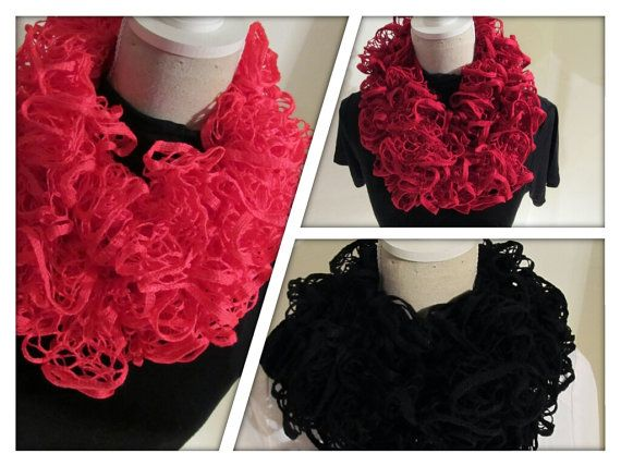 Sweet Knitting Crochet Ruffle Scarf Pink Black by MinnieCreation, €18.74