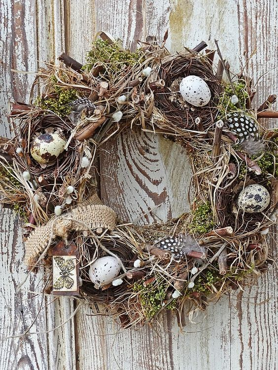 .Love the pussywillows tucked into the wreath: