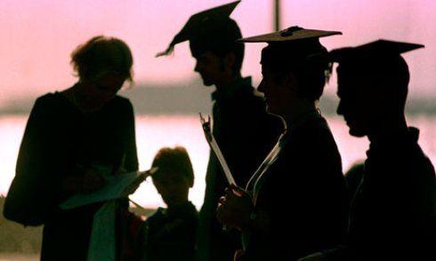 Enem oferece o acesso à educação superior  Enem 2014: Acesso à educação superior e profissional, a bolsas do ProUni, ao Fies, ao programa Ciência sem Fronteiras, à certificação do ensino médio